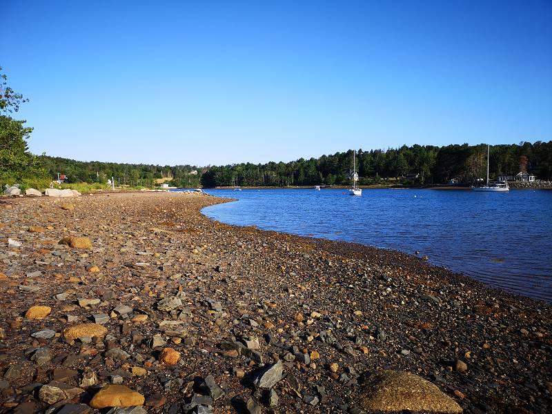 Strandbild mit Booten