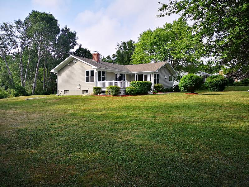 ein wunderschönes Haus mit Garten in der Herman Island Rd in Lunenburg
