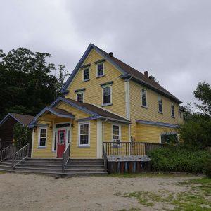 South Shore Waldorfschule gelbes Hauptgebäude