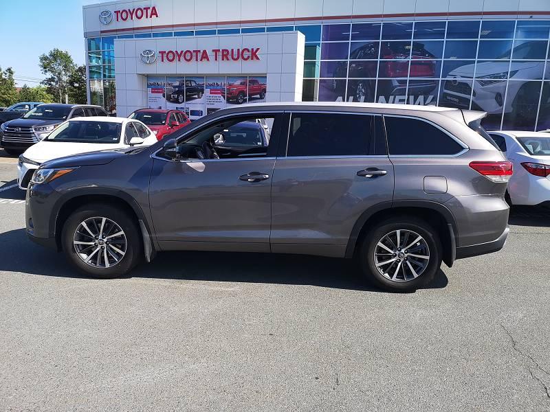 neu gekaufter Toyota Highlander im Autohaus O´Neil