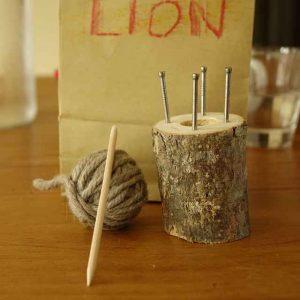 Holzstrickliesel mit Wolle