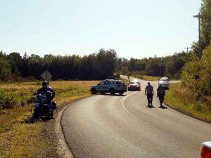 Polizei macht Straßensperre an Unfall