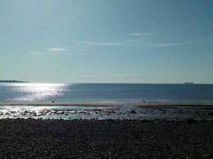 Meerbild mit Sonnenschein auf dem Meer