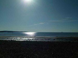 Strandbild mit Sonnenstrahlen