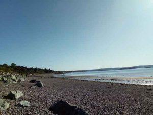 große Steine am Strand